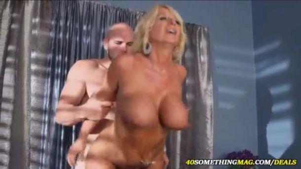 Dejlige Fisser I Bjergene I Denne Pornofilm…